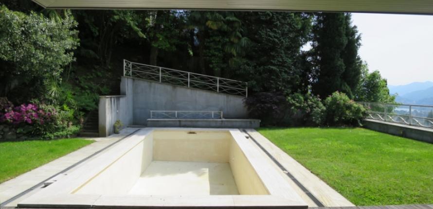 Вилла с бассейном и видом на озеро лугано