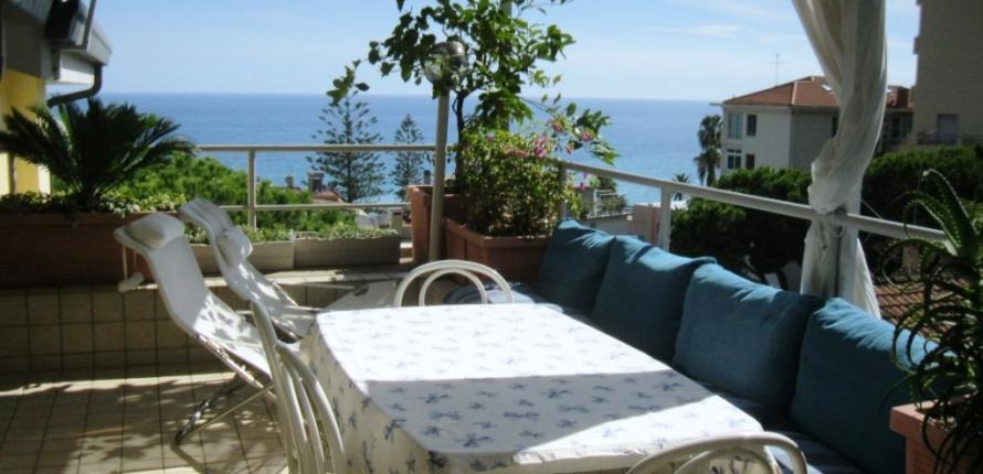 Квартира с прекрасным видом на море в сан-ремо, испания