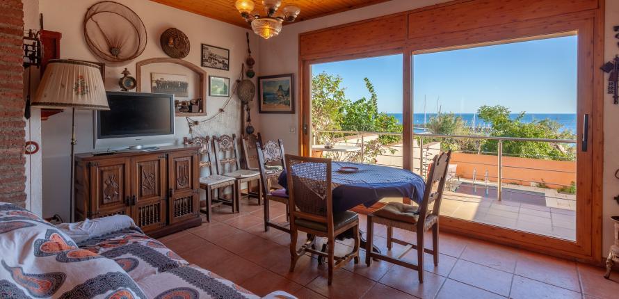 Уникальная возможность · Полностью отремонтированный дом с террасами с невероятным видом на море