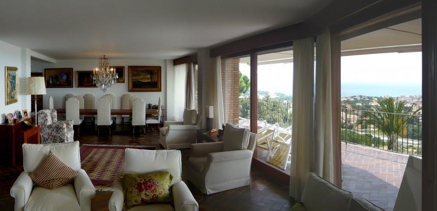 Величественная вилла недалеко от Плая д'Аро, расположенная на участке 5300 м2.